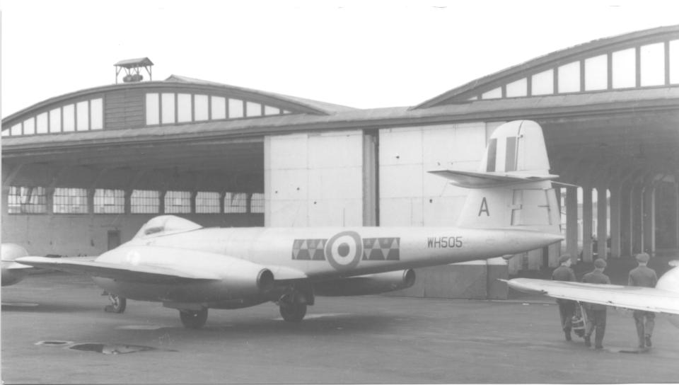 Hooton_Park_hangars_September_1953.jpg