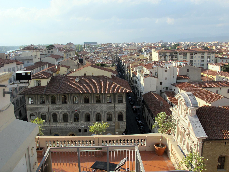 File:Hotel excelsior, terrazza, vista palazzo fenzi.JPG - Wikimedia ...