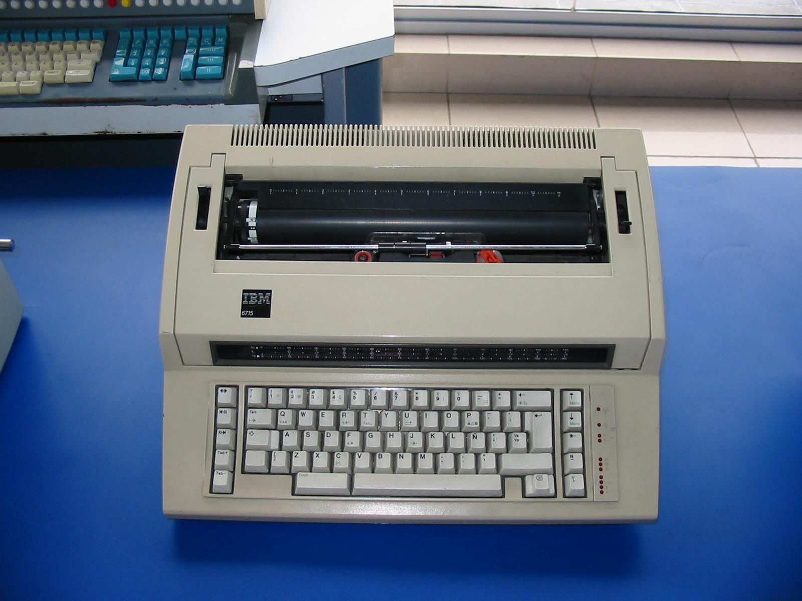 File:IBM TypeWriter 6715 JPG - Wikimedia Commons