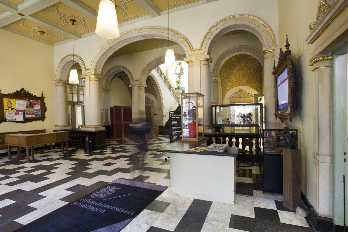 File:interieur overzicht van de hal vanaf de ingang gezien