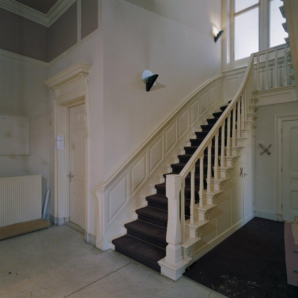 File interieur centrale hal overzicht trap voor restauratie groningen 20361550 - Interieur trap ...