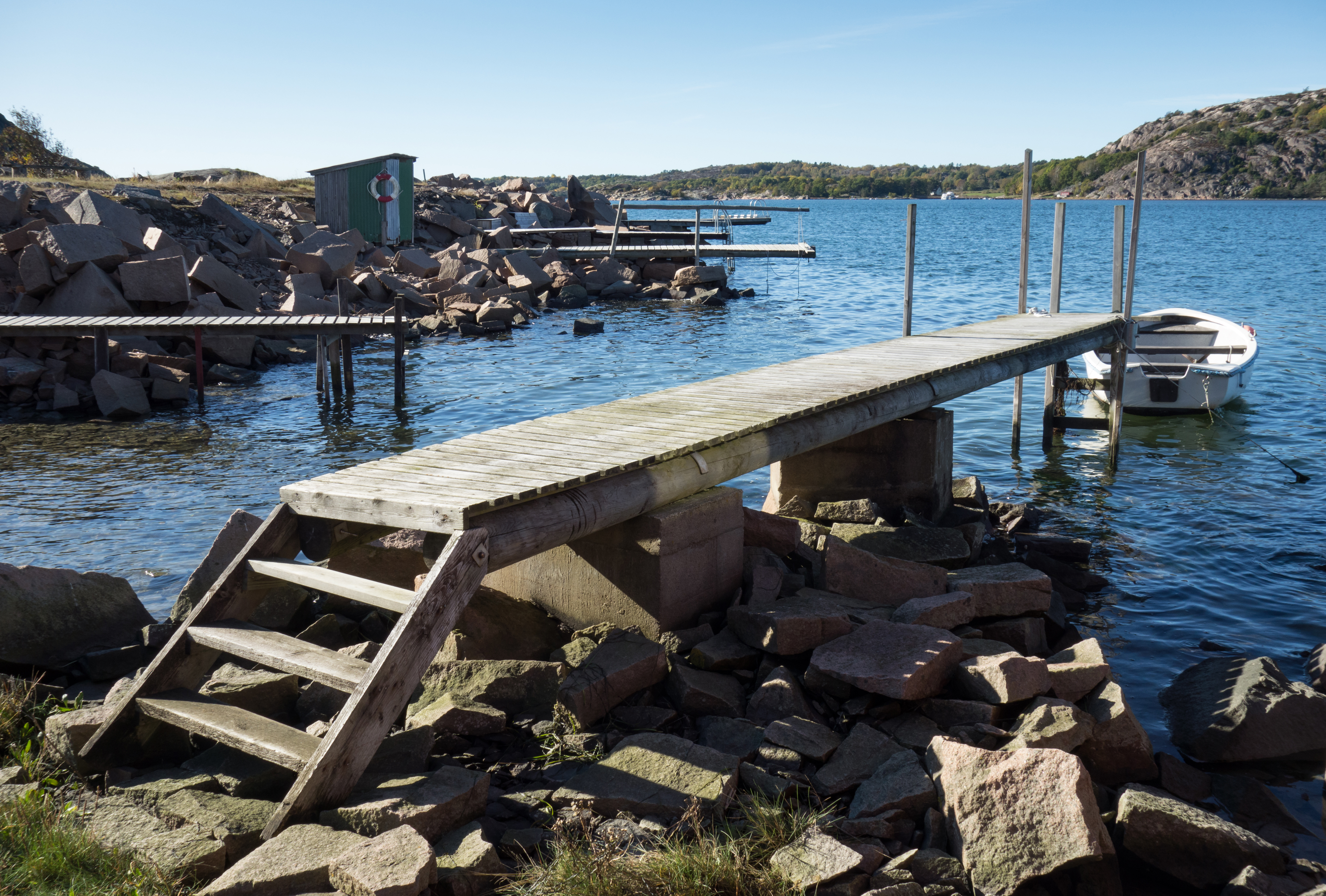 File:Jetty with steps at Loddebo side view jpg - Wikimedia
