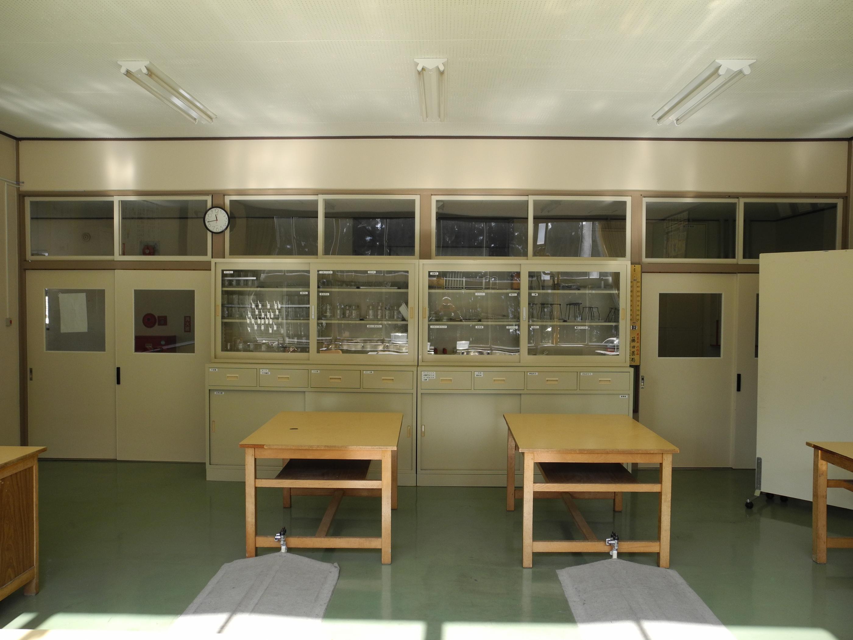 小学校 小学校の理科 : Elementary Science Rooms Schools