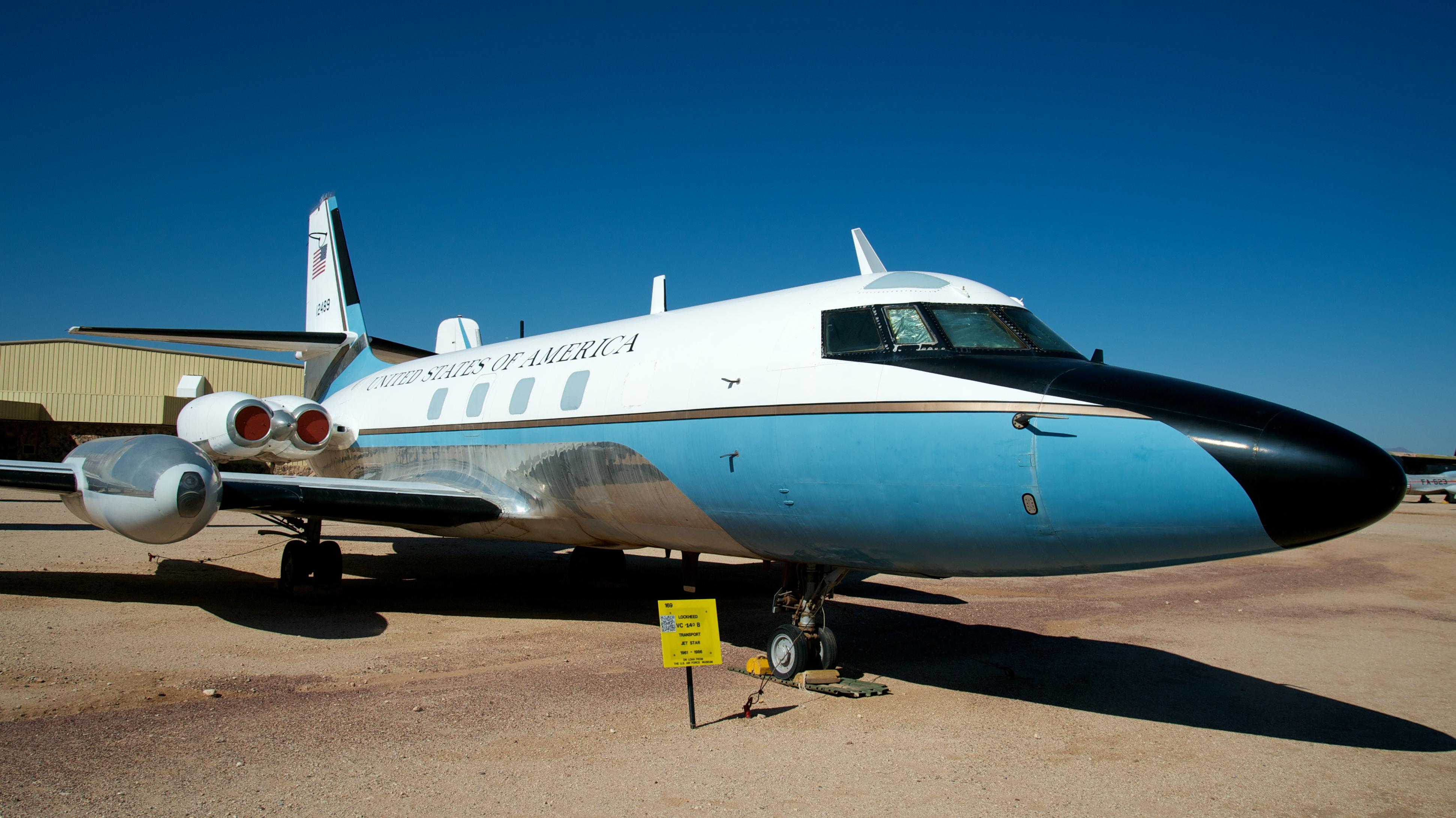 File:Lockheed VC-140B Jetstar 61-2489 (8042352091).jpg ...