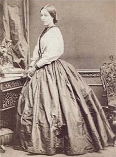 https://upload.wikimedia.org/wikipedia/commons/3/30/Louiseraynerportrait.jpg