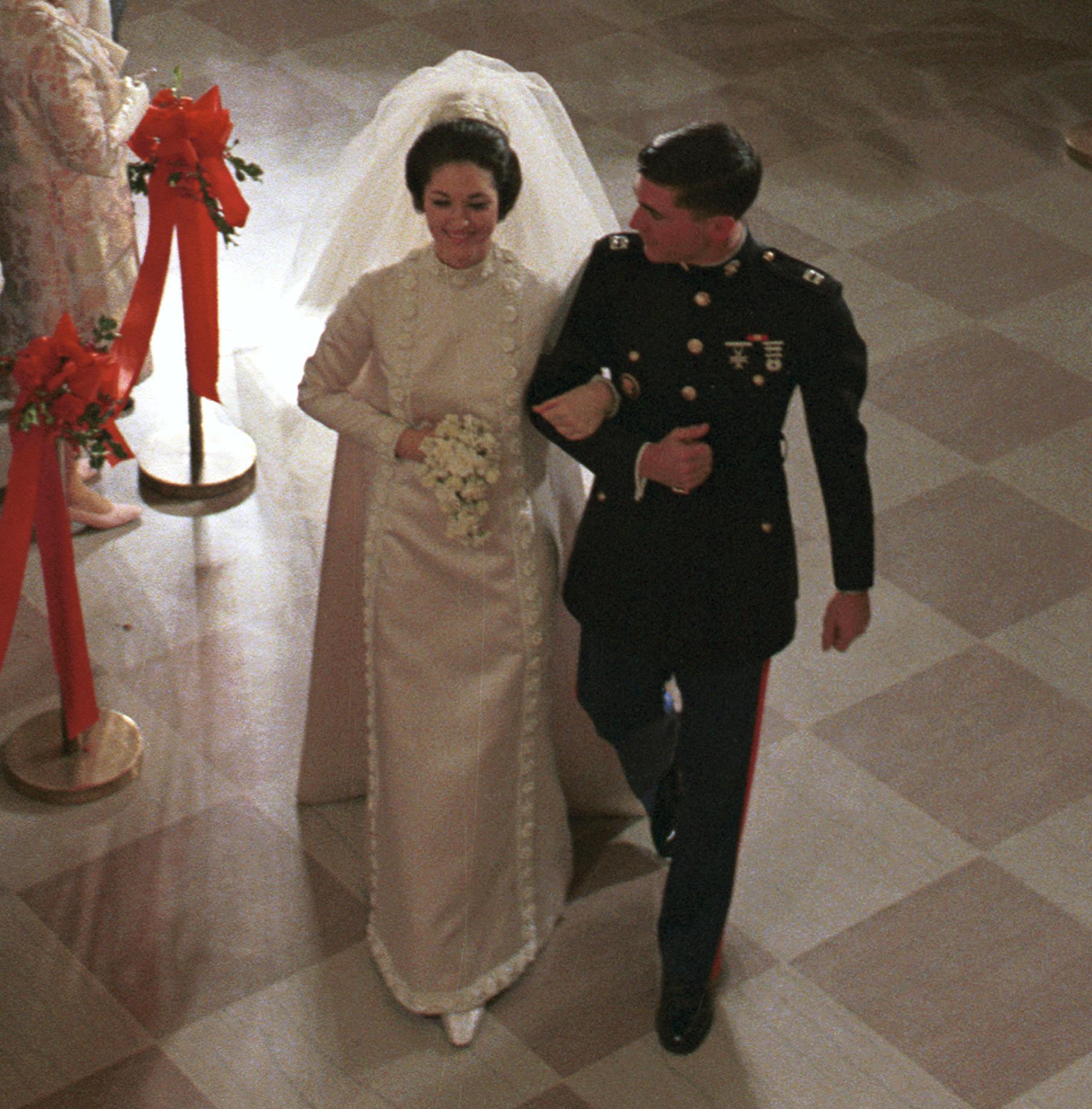 filelynda bird johnson and charles robb wedding cropped1