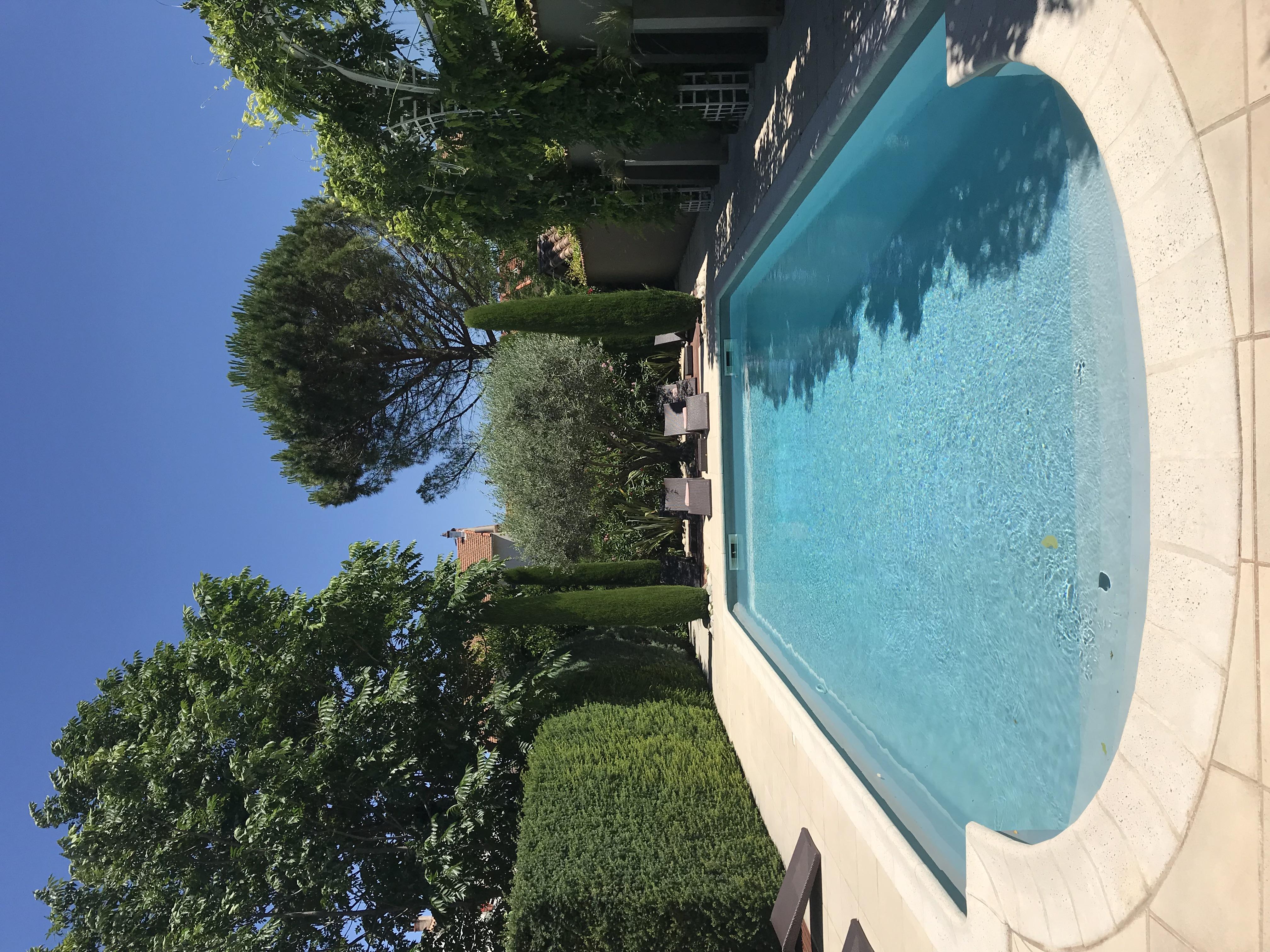 File maison pic valence piscine jpg wikimedia commons for Accessoire piscine valence