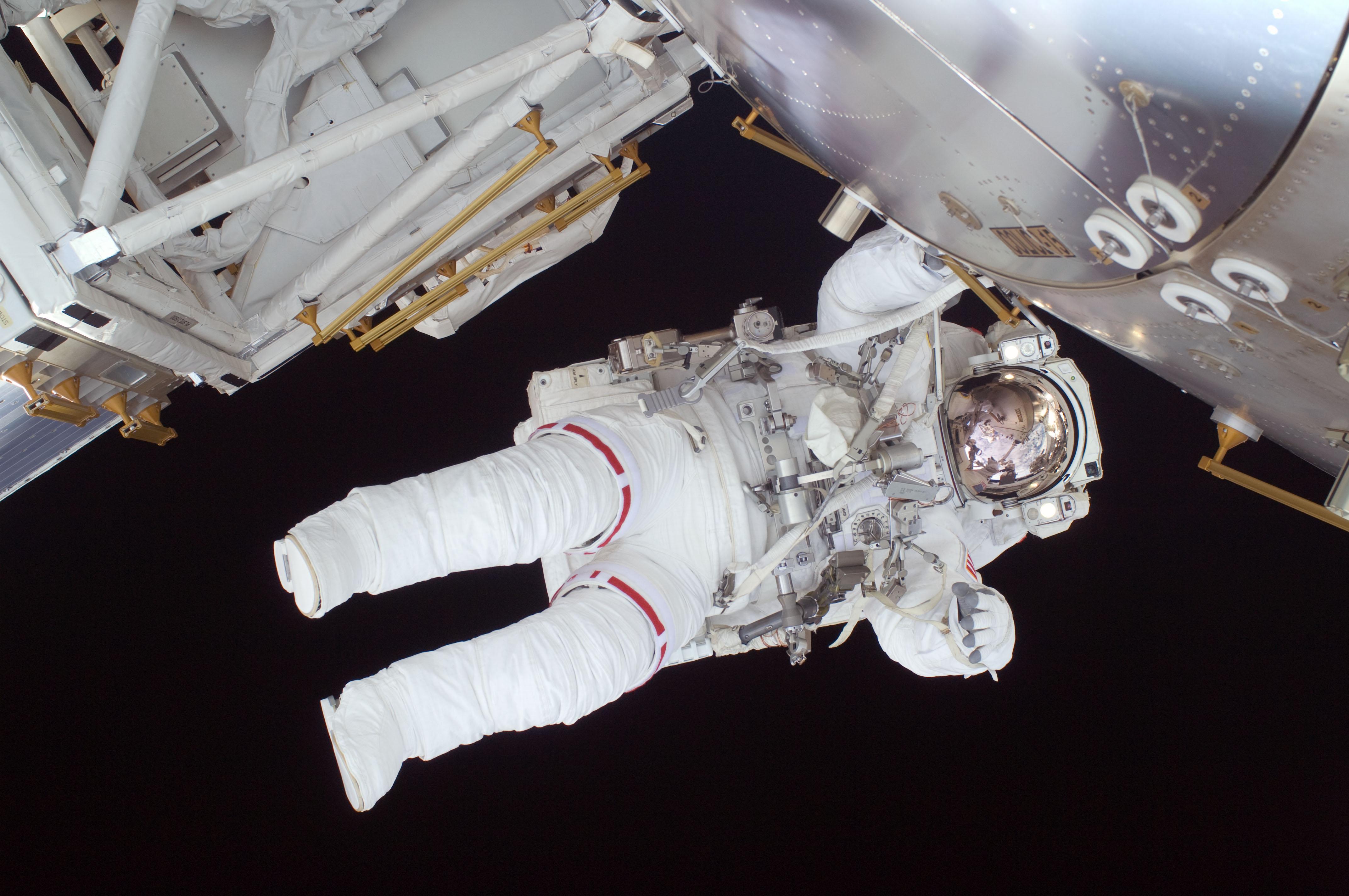 Nicole_Stott_participates_in_the_STS-128