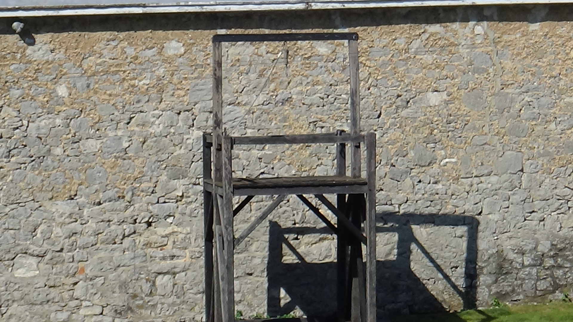File:Original Gallows in the courtyard of the old Franklin