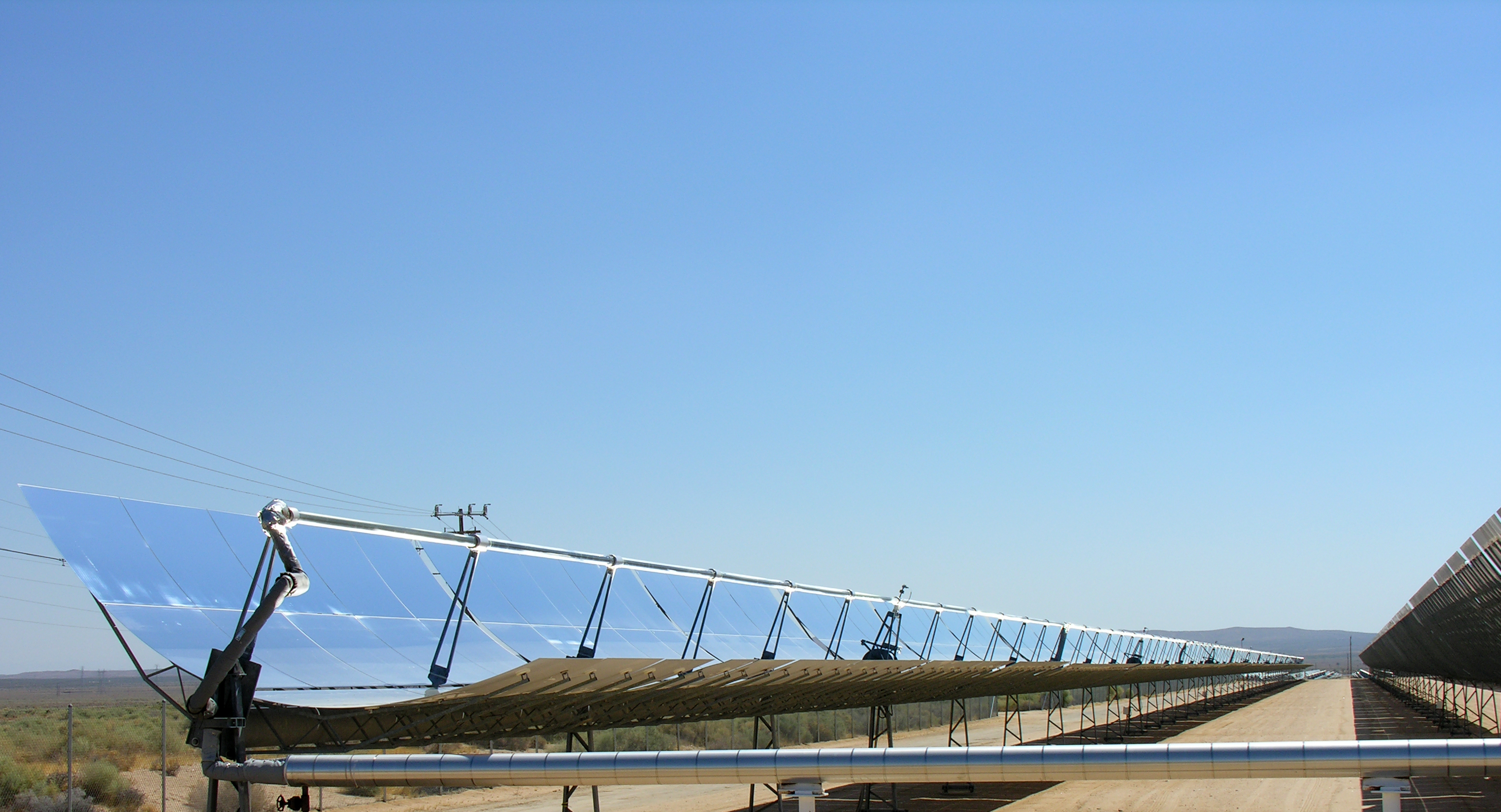 Сурет:Parabolic trough solar thermal electric power plant 1.jpg
