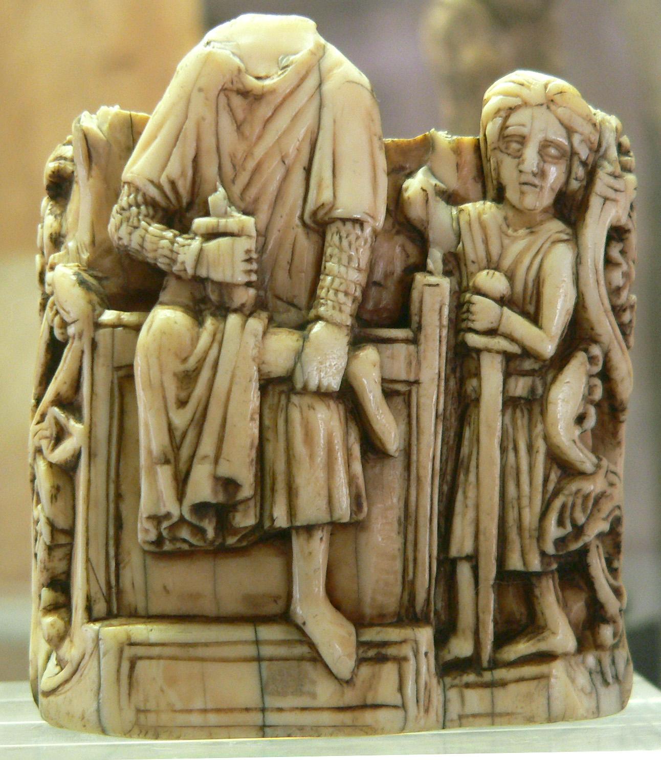 Le Roi. Fragment dune pièce déchecs. Angleterre ou Écosse. 2ème moitié du XIIIe siècle. Ivoire de morse