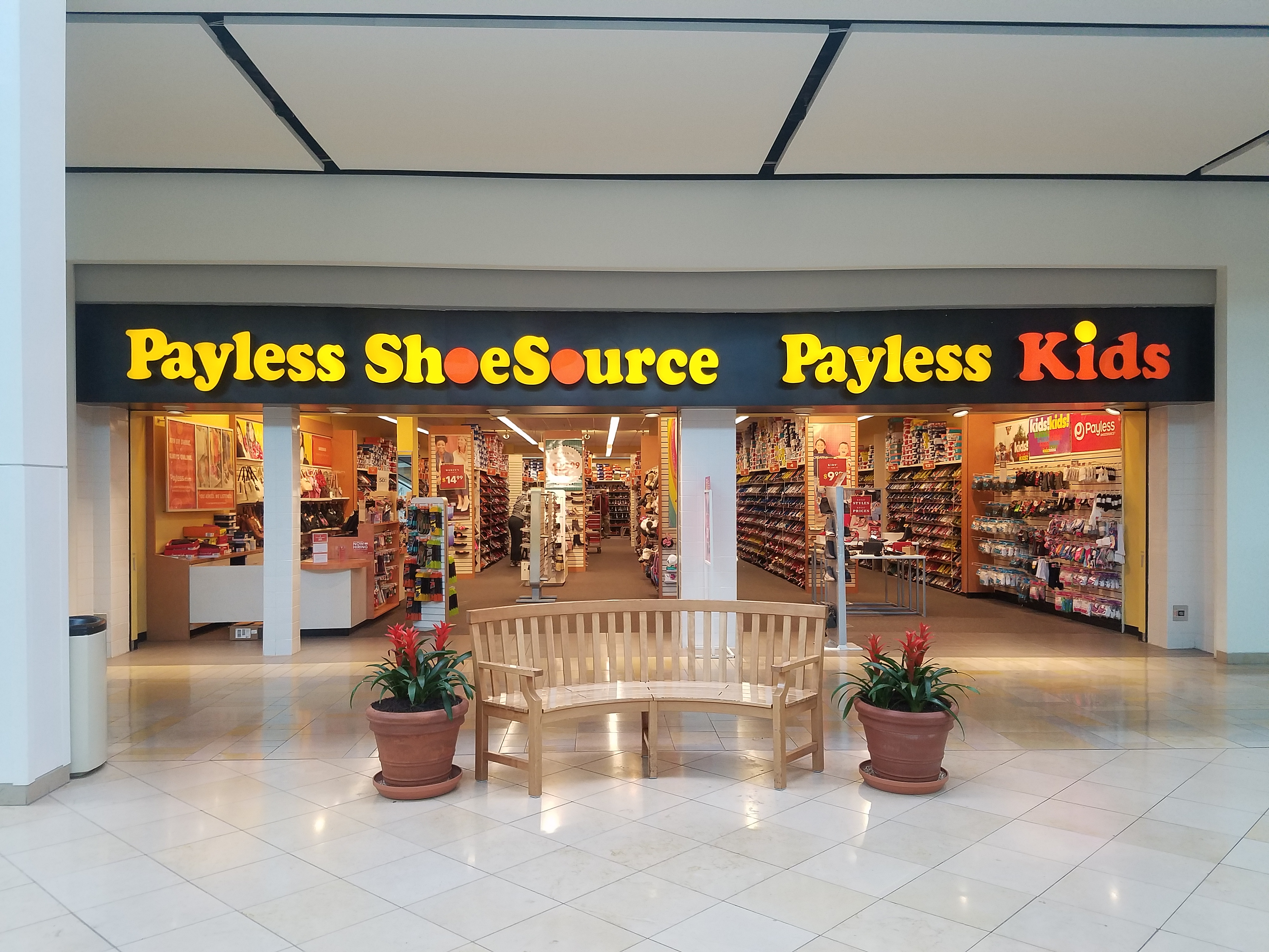 File:Plymouth Meeting Mall - Payless