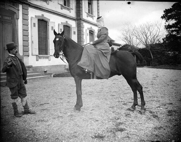 http://upload.wikimedia.org/wikipedia/commons/3/30/Portrait_de_femme_en_amazone_sur_un_cheval_(5664462920).jpg