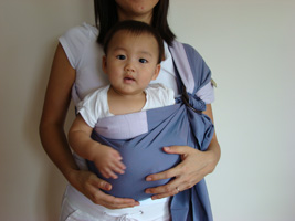 English: Kangaroo Hold using Baby Ring Sling