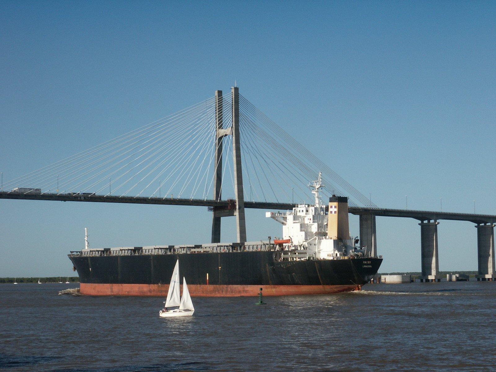 La importancia del transporte en la economía del país (Antonio Zuidwijk)