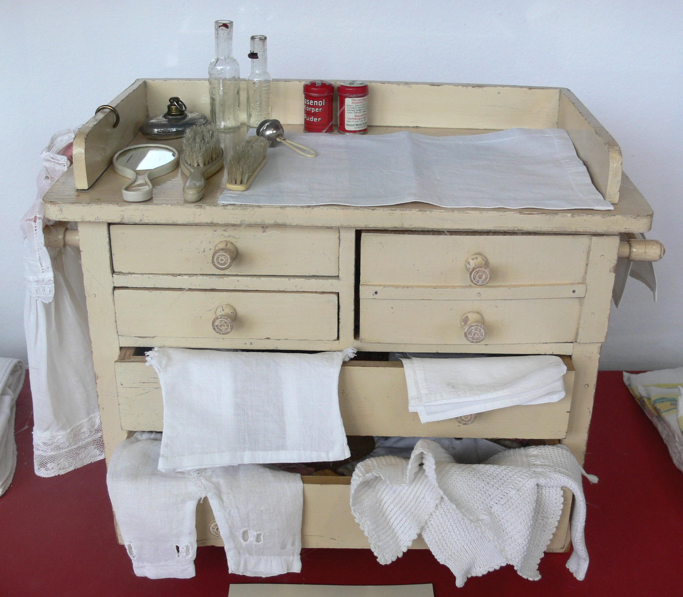 file puppen wickeltisch c1900 berlin. Black Bedroom Furniture Sets. Home Design Ideas