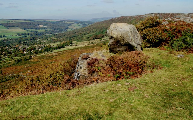 Rock feature on Baslow Edge - geograph.org.uk - 579100