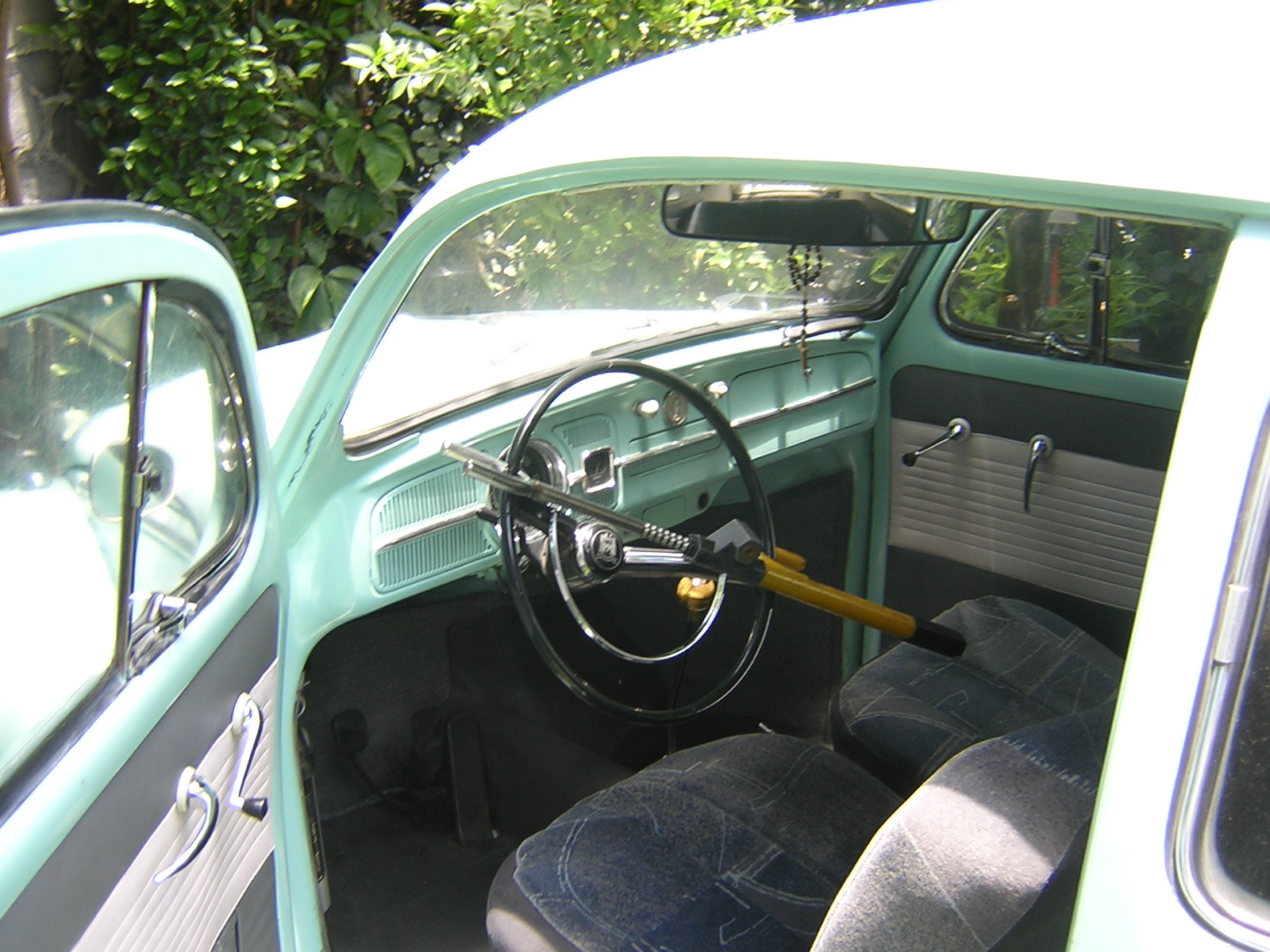 File:Slightly Modified Interior Of A 1969 VW Bug
