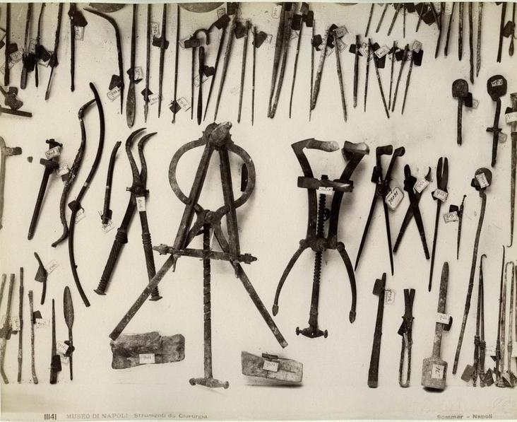 Sommer, Giorgio (1834-1914) - n. 11141 - Museo di Napoli - Strumenti di chirurgia