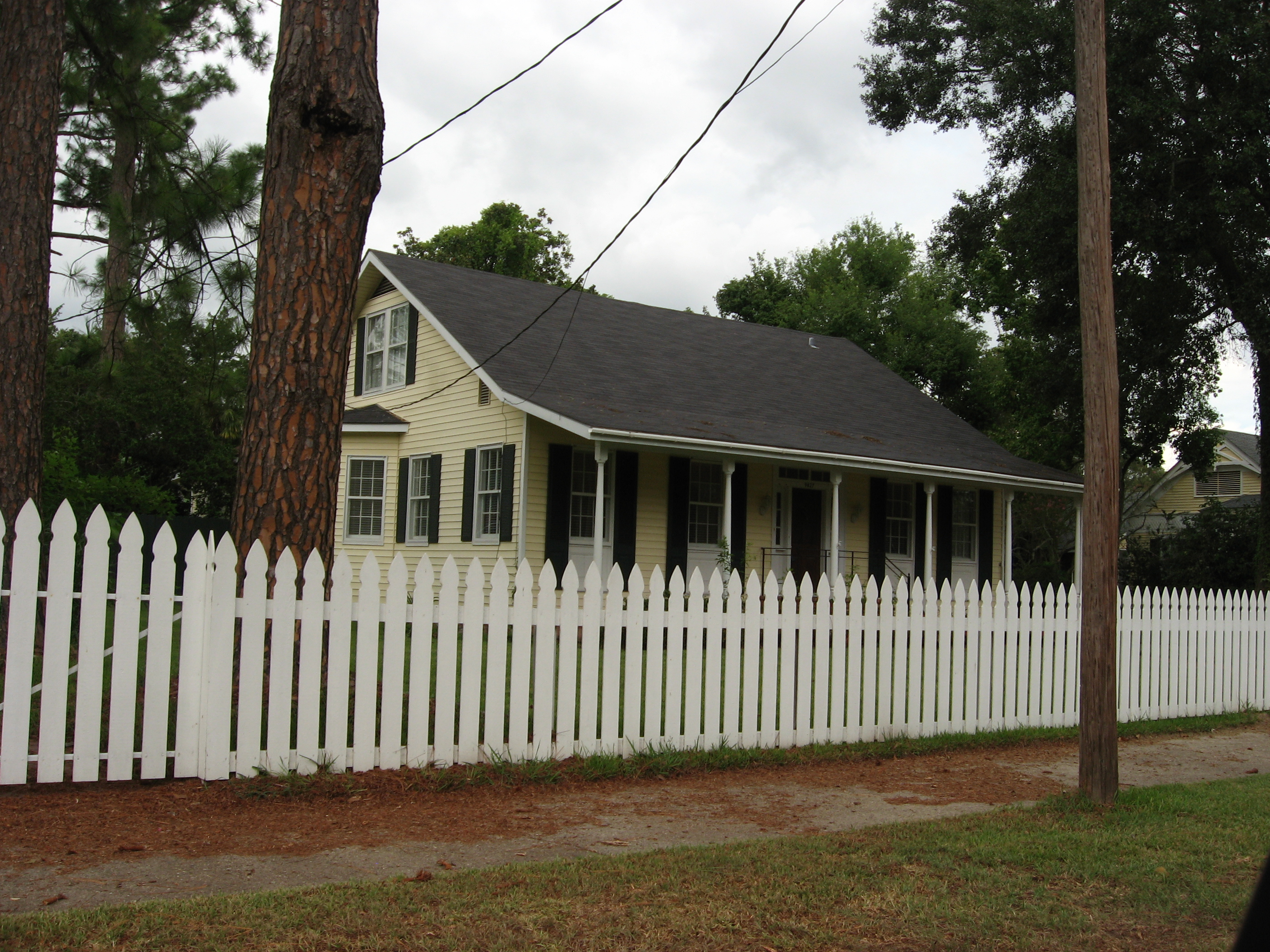 file st francisville louisiana yellow house white picket wikimedia commons. Black Bedroom Furniture Sets. Home Design Ideas