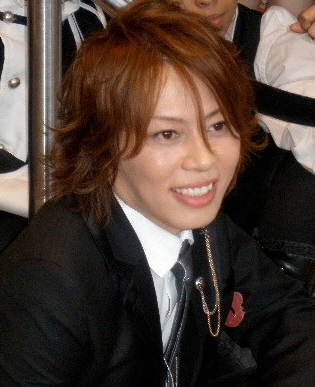 T.M. Revolution @ Kinokuniya Bookstore NYC - 2008 - 10 (cropped)