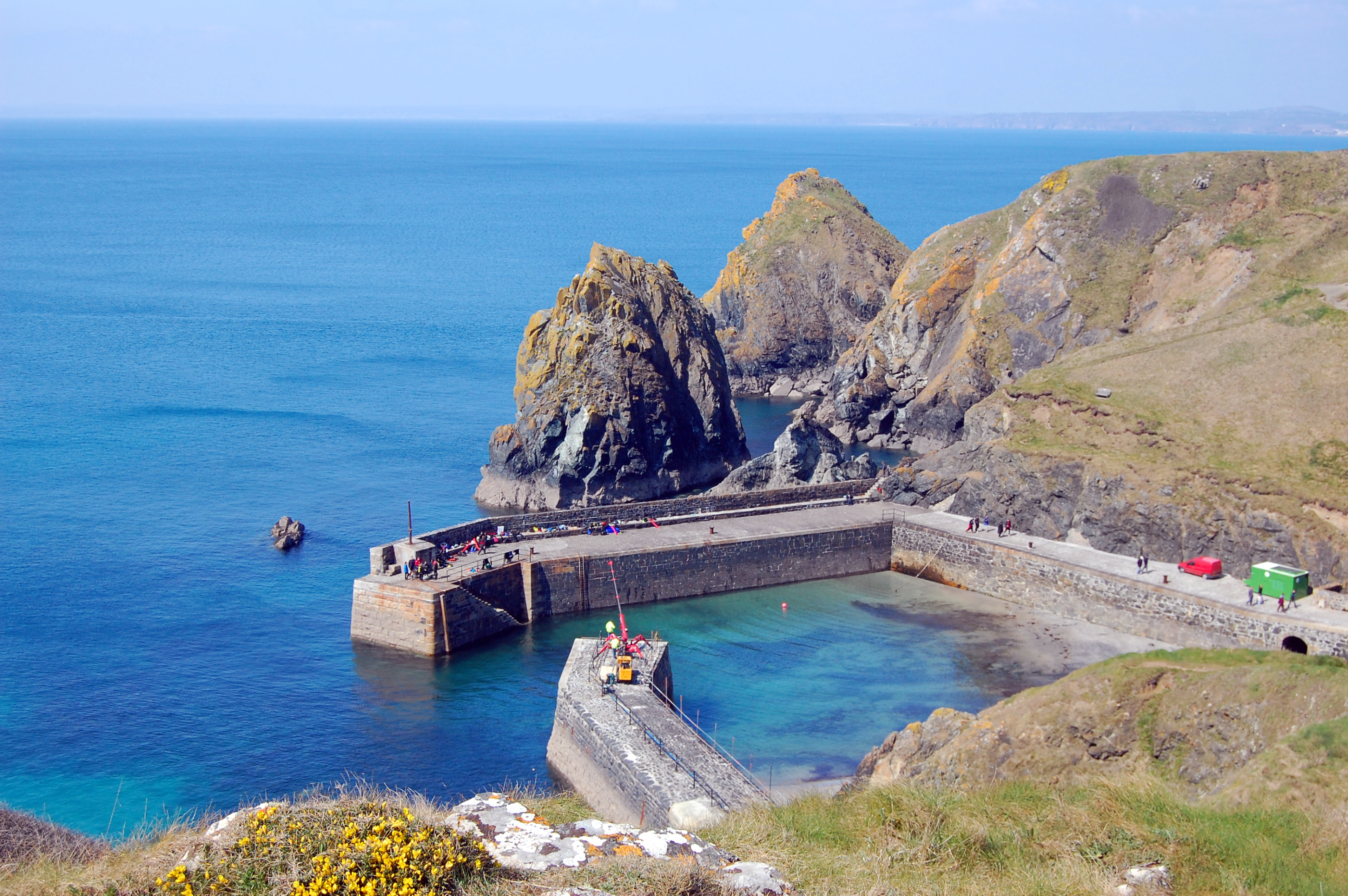 File:The Harbour, Mullion Cove - geograph.org.uk - 1817468 ...