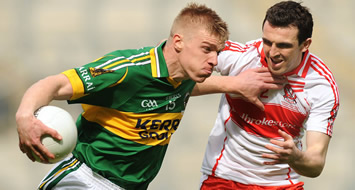 Walsh (left) in action against Derry's Kevin McGuckin in the 2009 National Football League Tommy Walsh & Kevin McGuckin.jpg