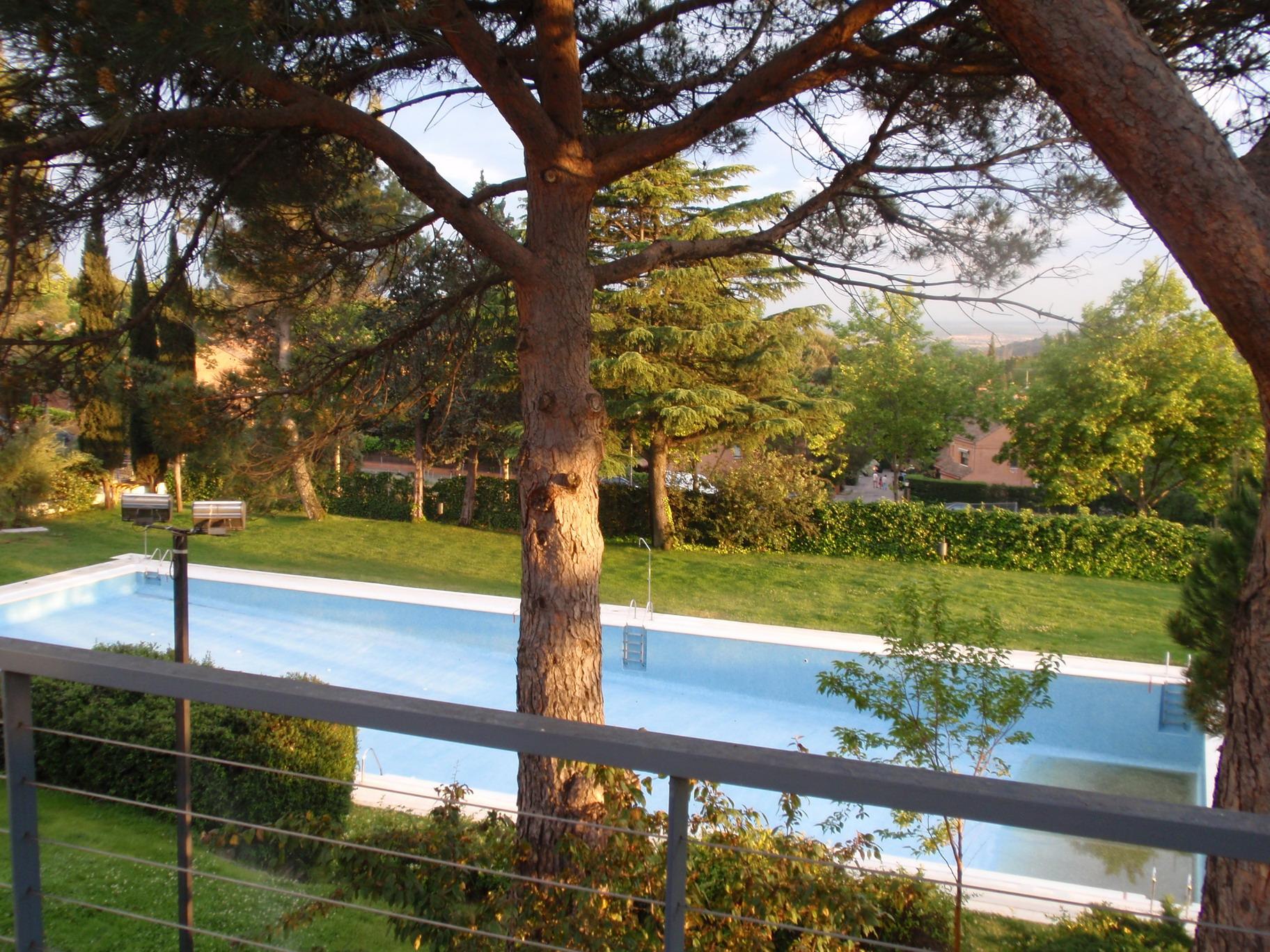 File torrelodones club de campo piscina for Piscina torrelodones