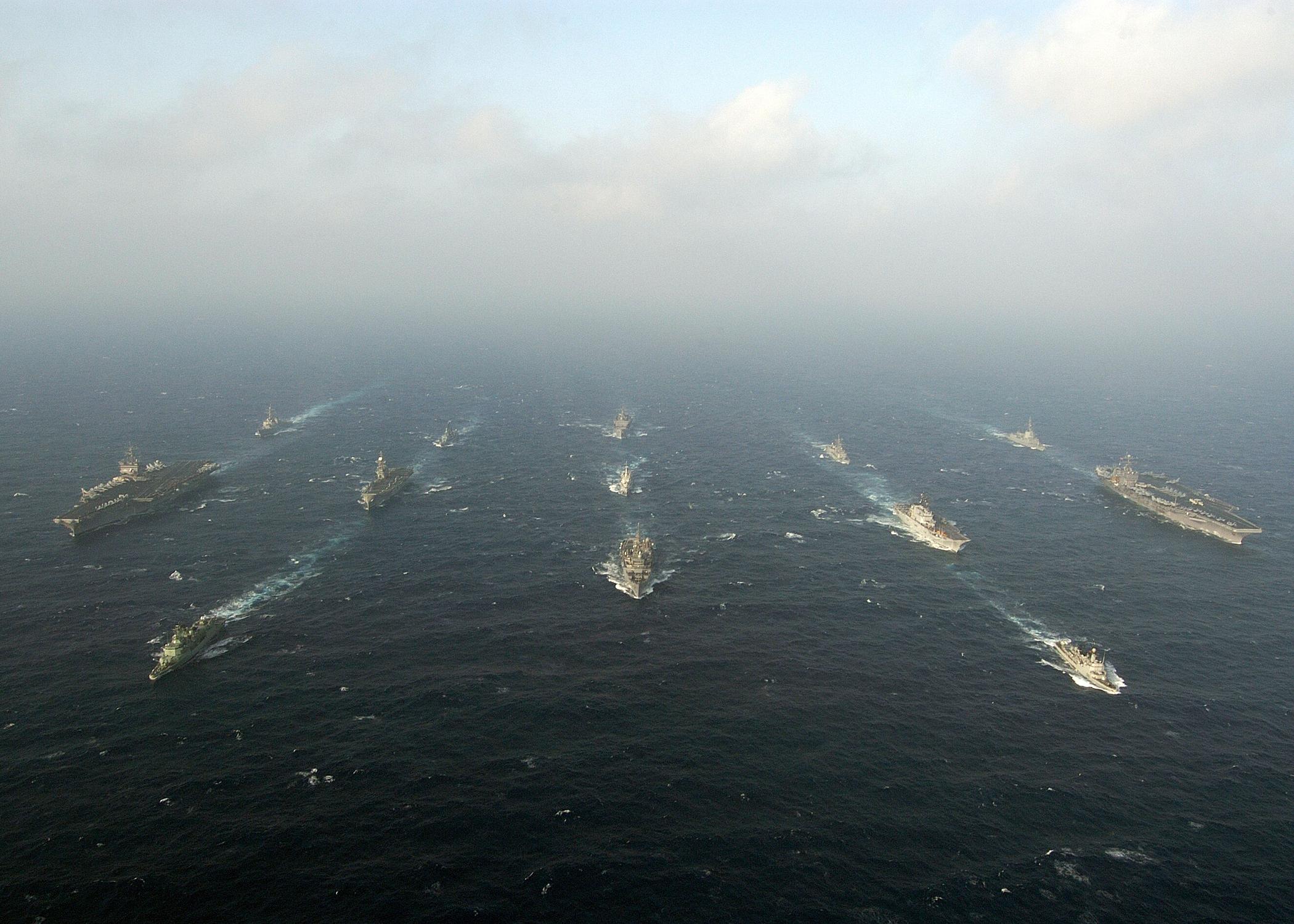 الاسطول السادس الامريكي - فريق الســـــــــهم العربي - US_Navy_040712-N-5405H-101_USS_Enterprise_(CVN_65),_left,_and_USS_Harry_S._Truman_(CVN_75),_right,_steam_through_the_waters_of_the_Atlantic_Ocean_in_formation_with_other_US_Navy_ships_and_multi-national_warships_as_part_of_Maje