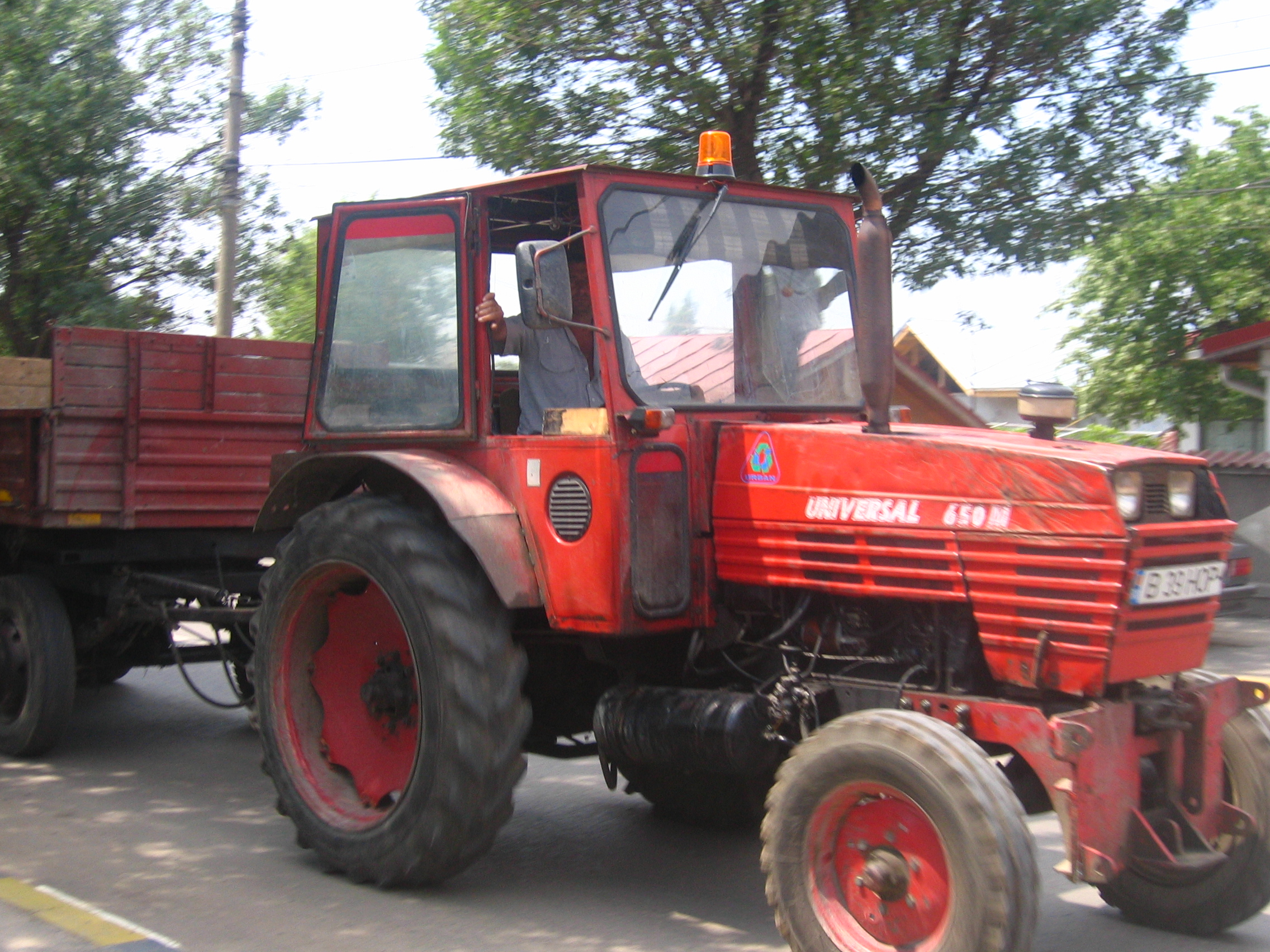File:UTB - Tractor Universal 650M in Bucharest 2007.jpg
