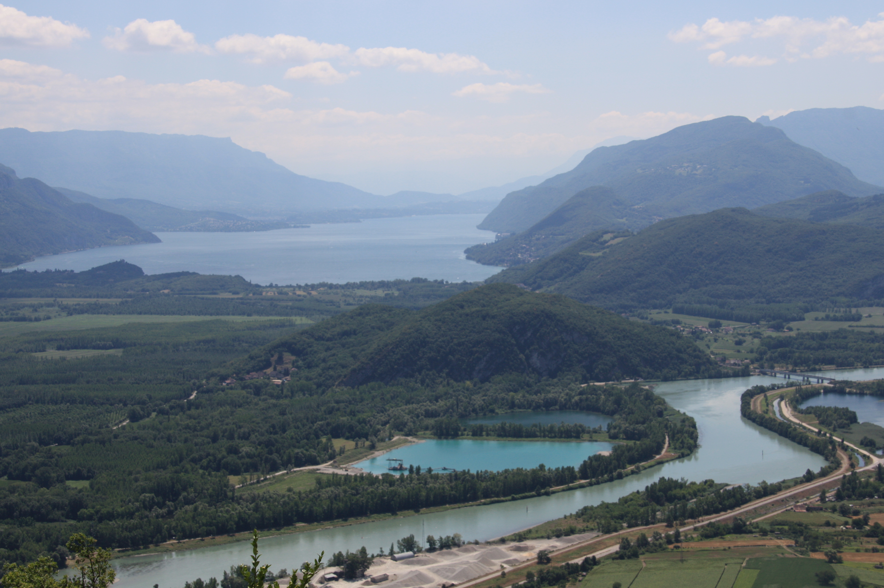 http://upload.wikimedia.org/wikipedia/commons/3/30/Vue_lac_bourget_colombier_1007.jpg