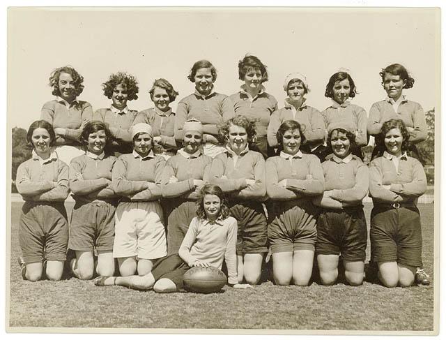 File Women Rugby Team Australia 1930s Jpg Wikimedia Commons