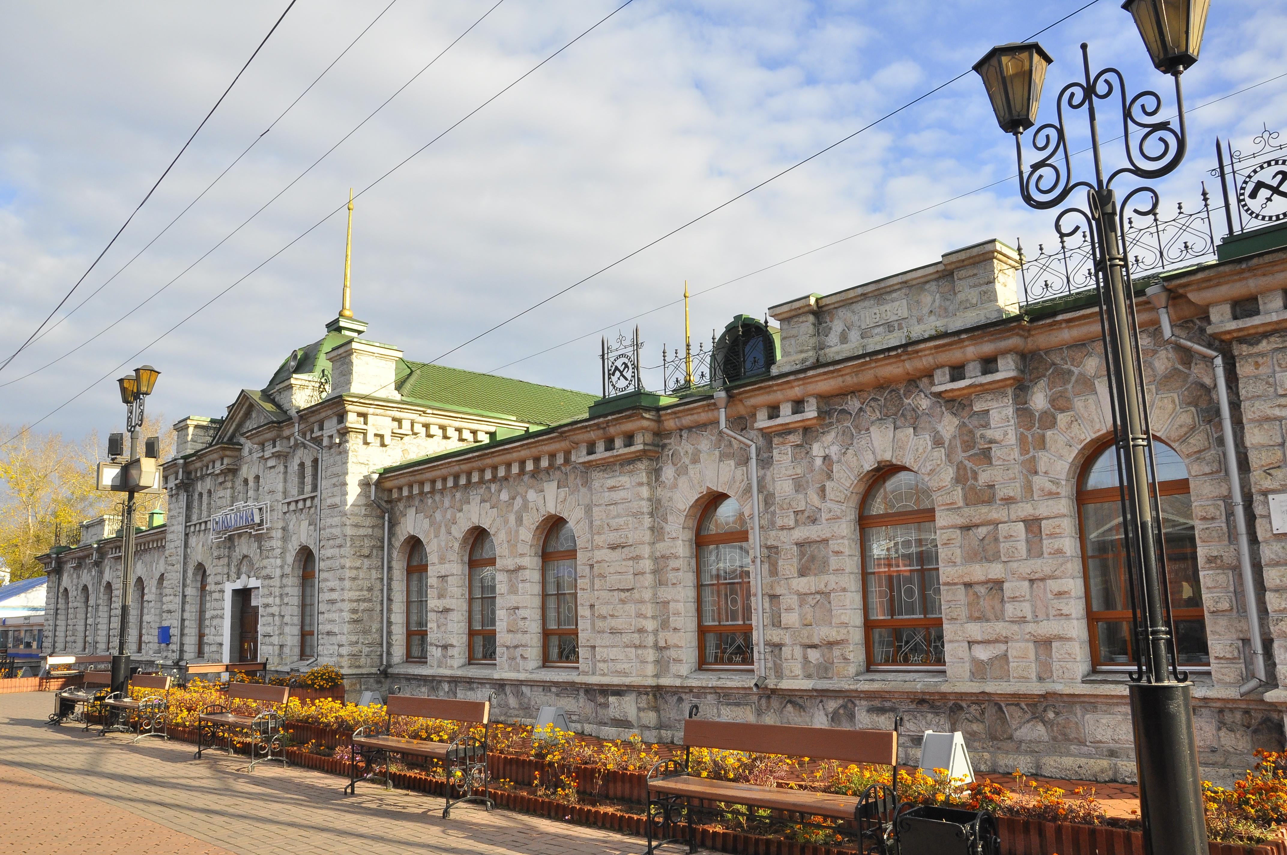 Мраморный крестик Слюдянка Эконом памятник с резным крестиком в углу Котово