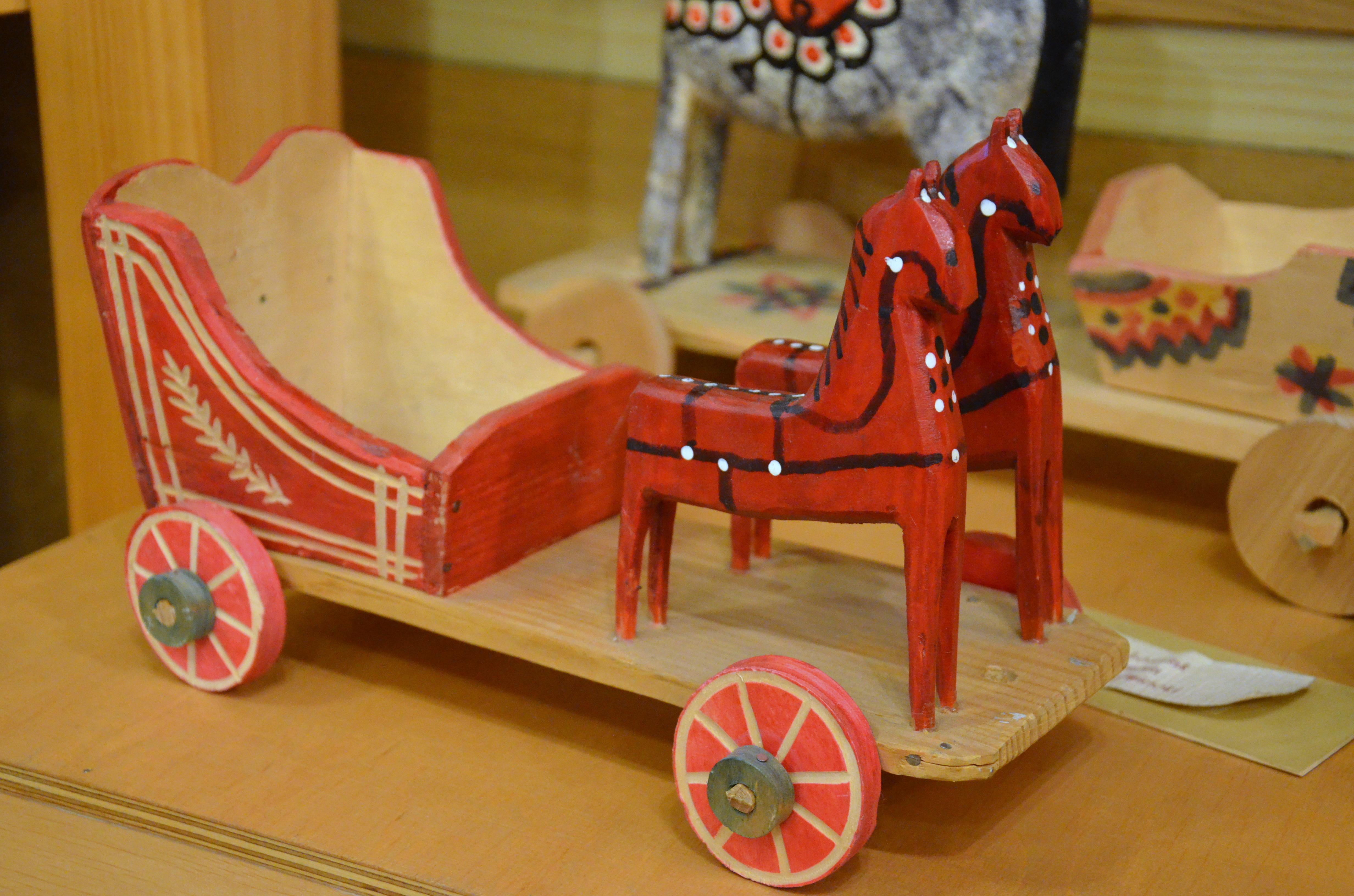 Altes Holzspielzeug PFERD mit WAGEN Fahrzeuge Bauernhof