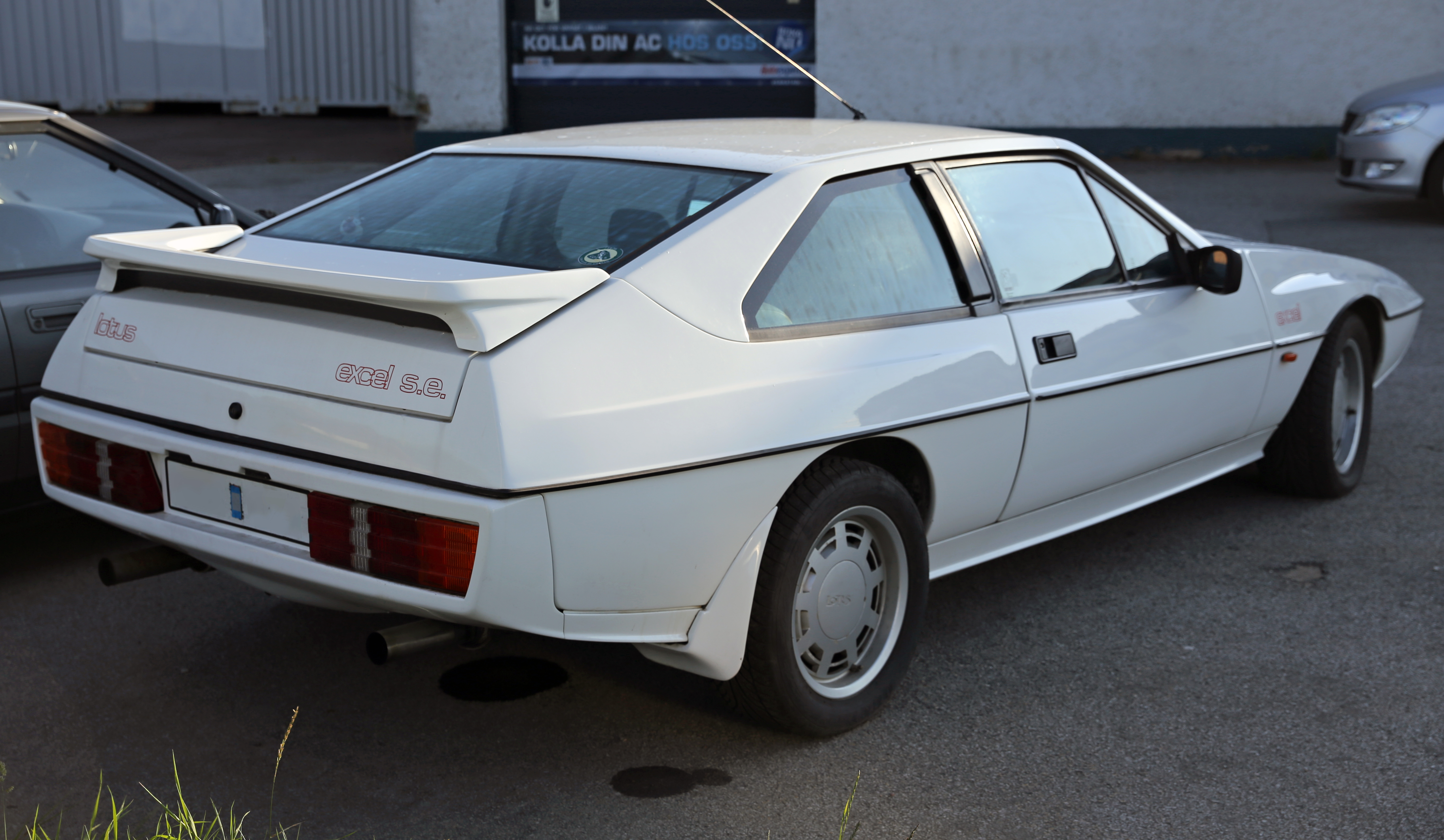 Supra For Sale >> File:1986 Lotus Excel S.E. rear.jpg - Wikimedia Commons