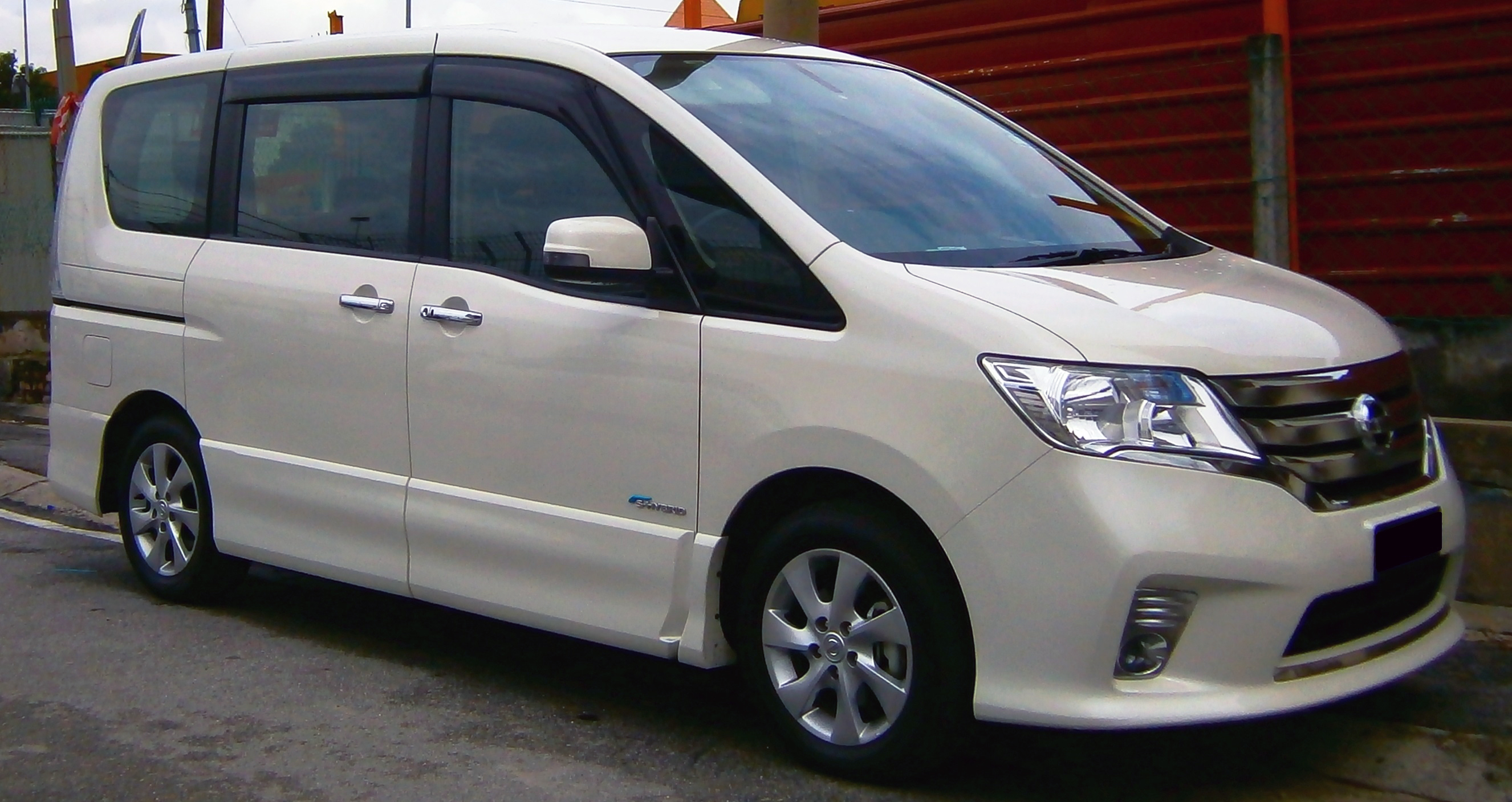 File 2013 nissan serena s hybrid highway star in ipoh malaysia 01 jpg wikimedia commons