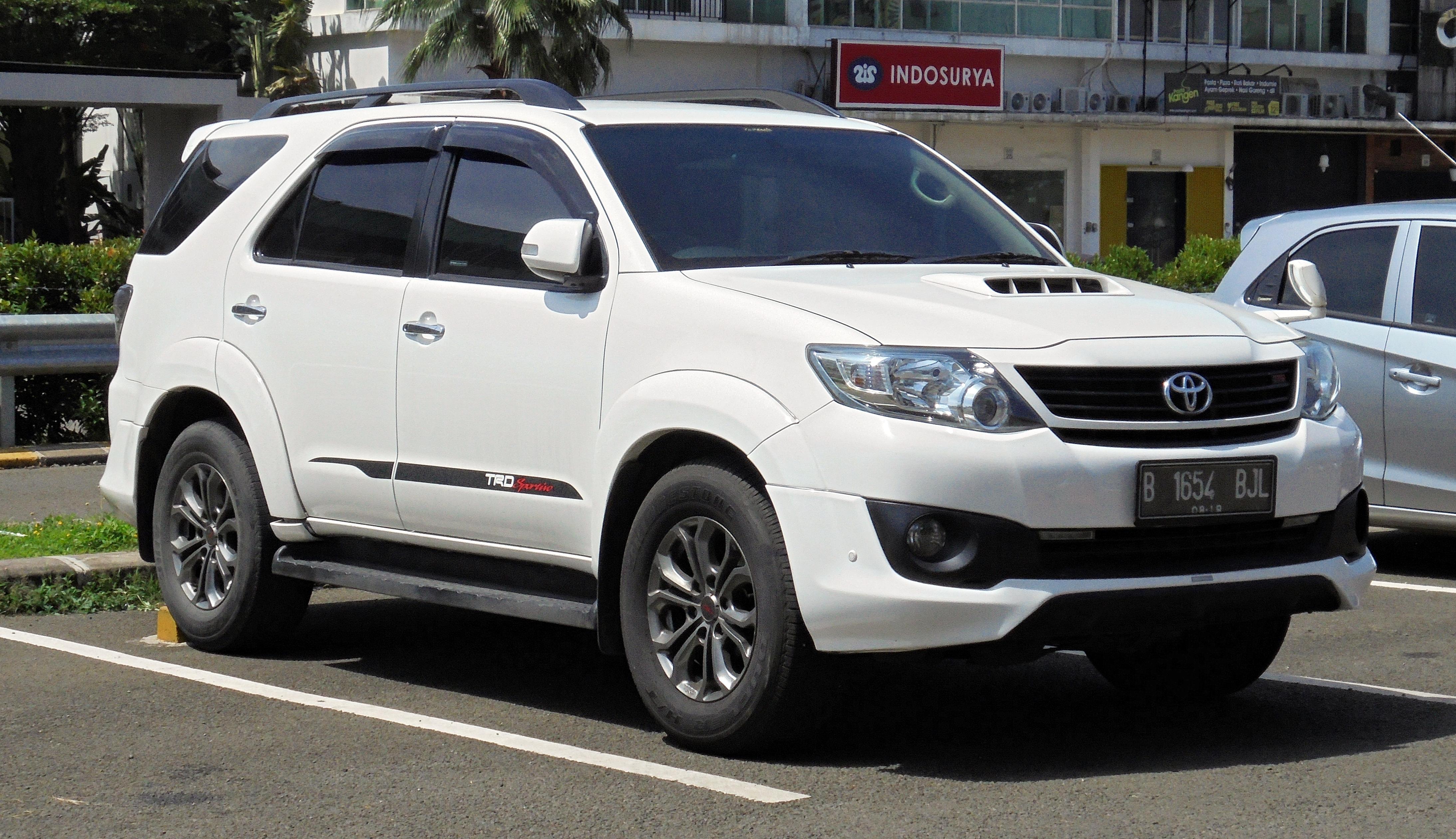 File:2014 Toyota Fortuner 2.5 G TRD Sportivo Wagon (KUN60R