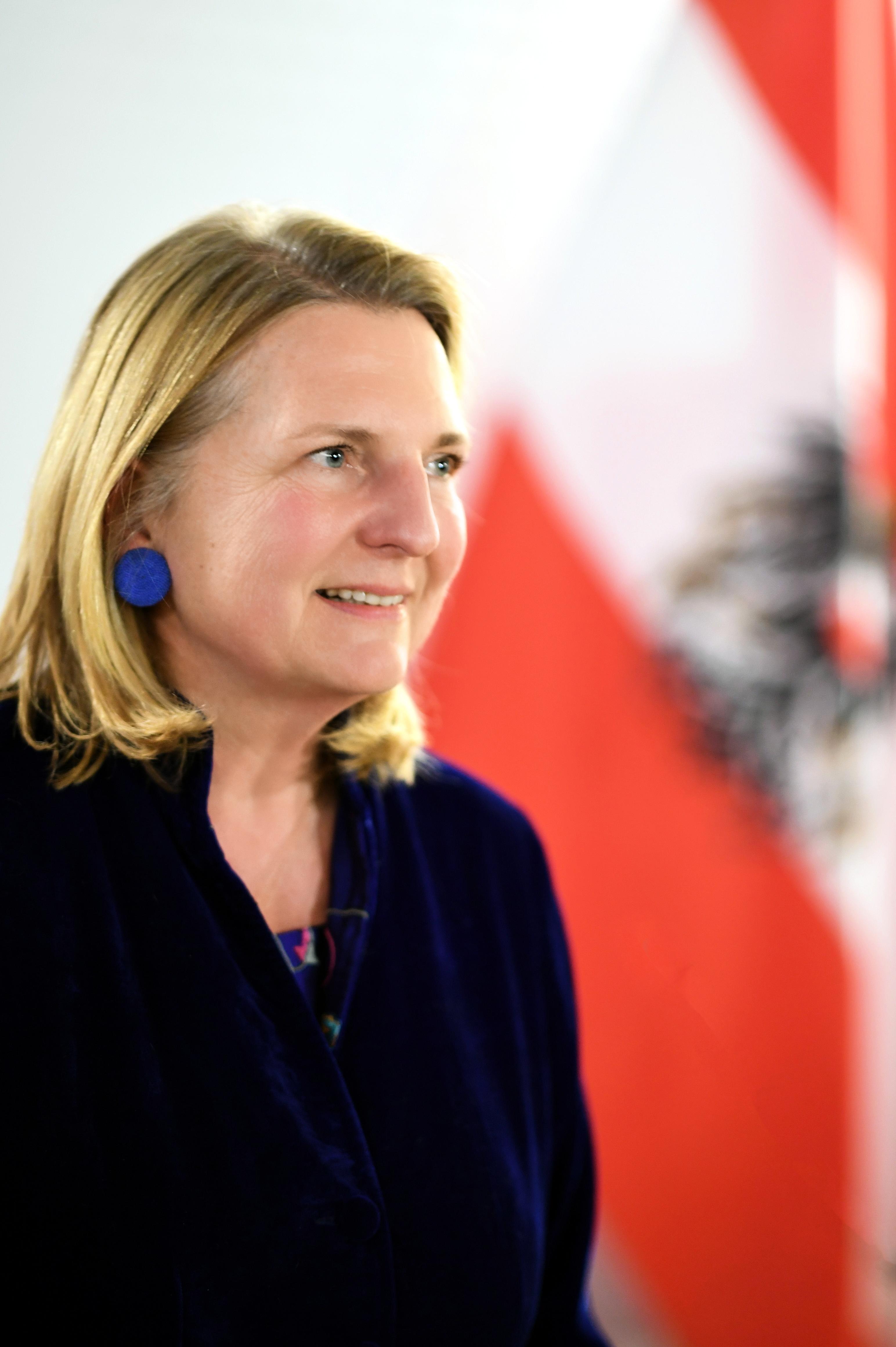 Karin Kneissl – Wikipedia