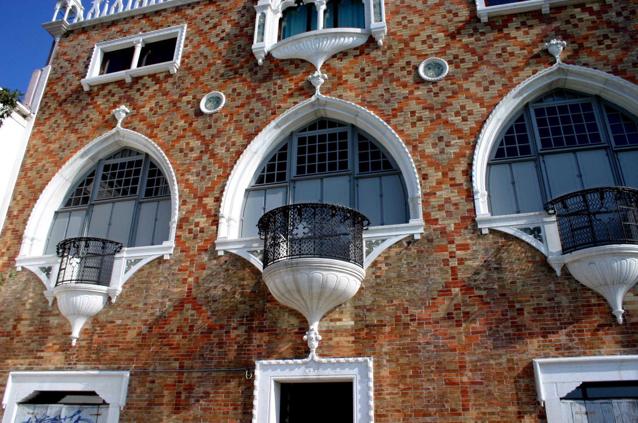 File 5825 venezia giudecca mario de maria casa dei for Casa revival gotica