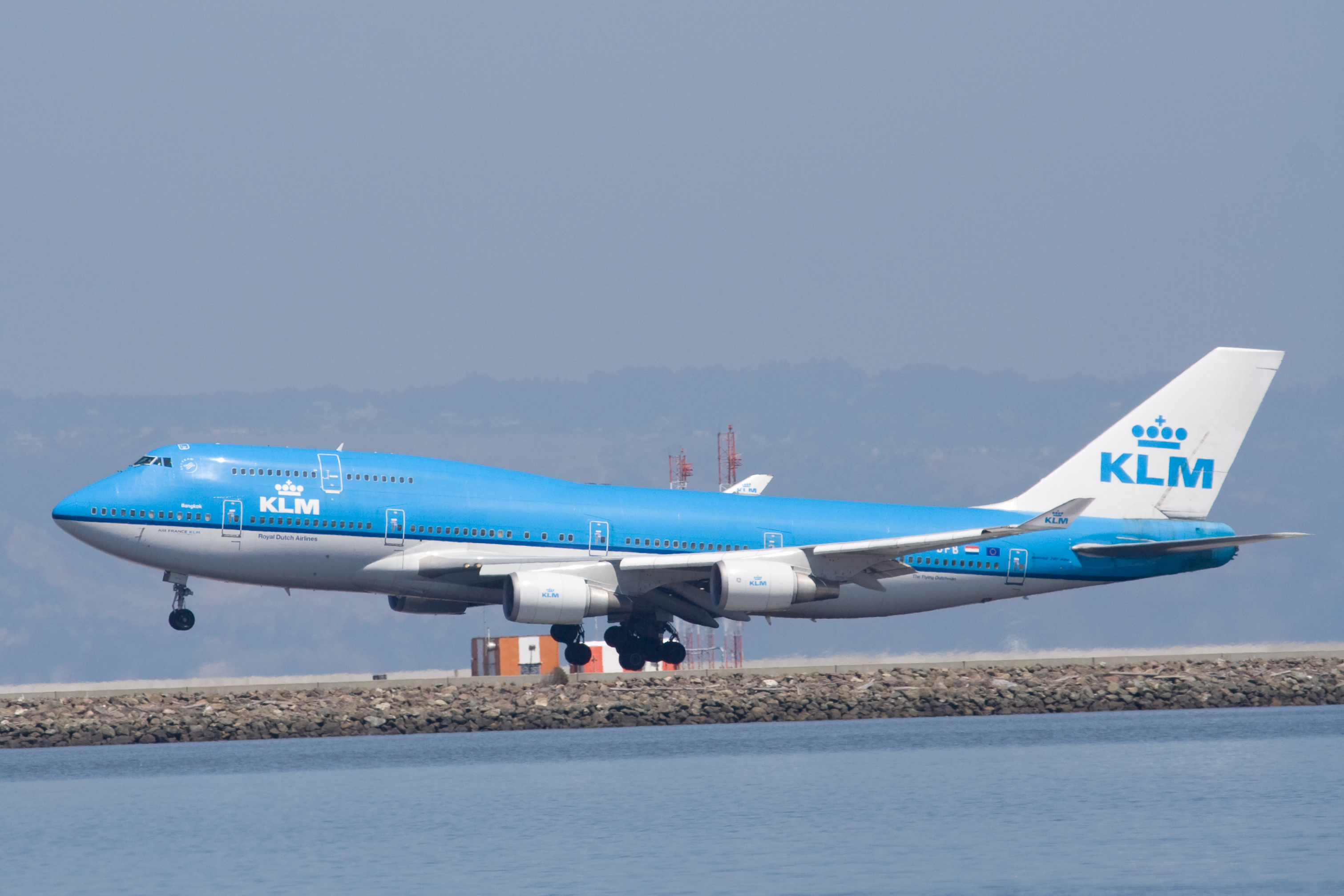 File:A KLM Boeing 747-400 landing at SFO.jpg - Wikimedia Commons