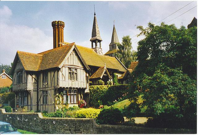 File:Almhouses at Godstone. - geograph.org.uk - 133370.jpg