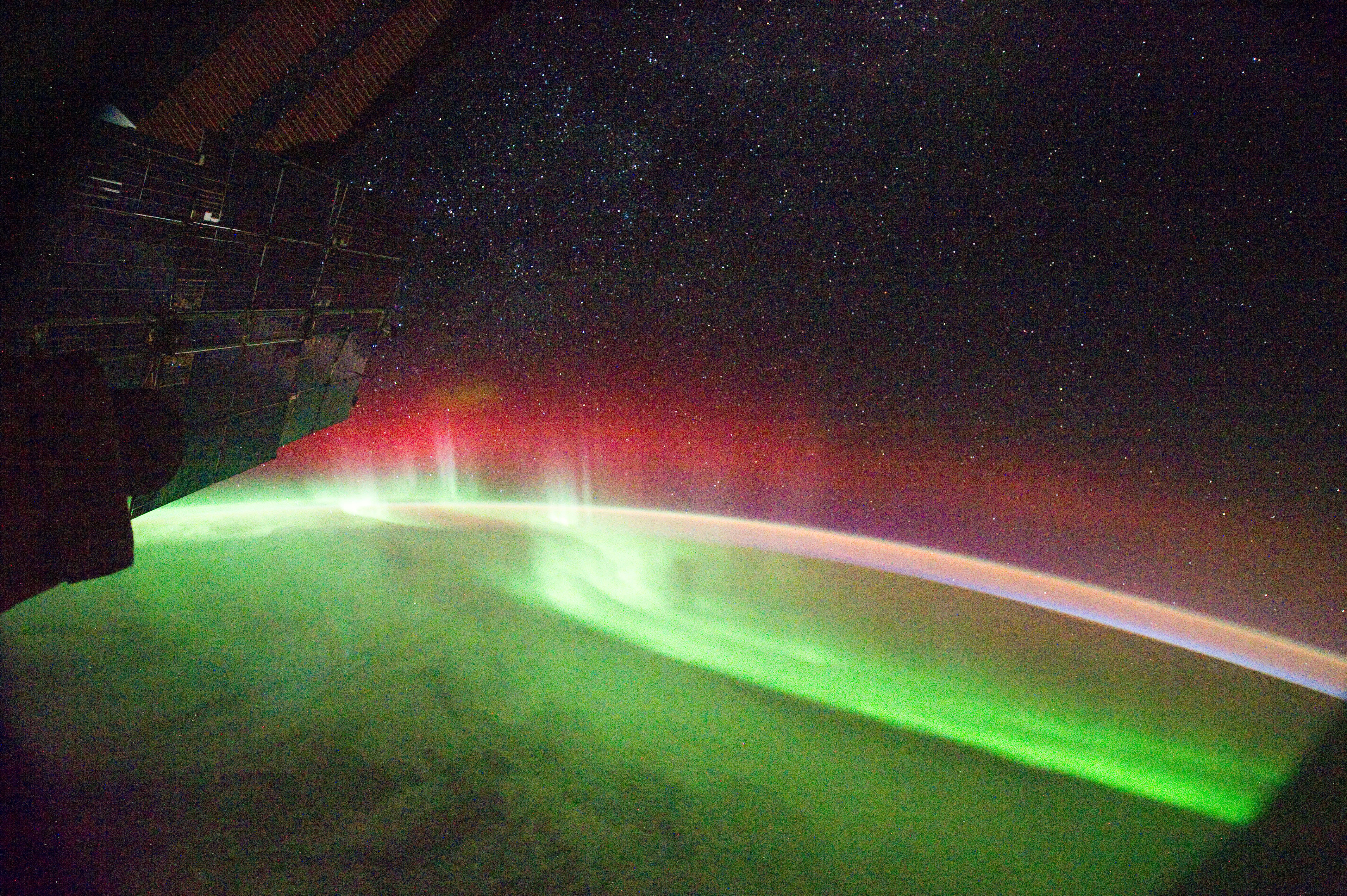 File:Aurora Seen From Space by NASA.jpg - Wikipedia