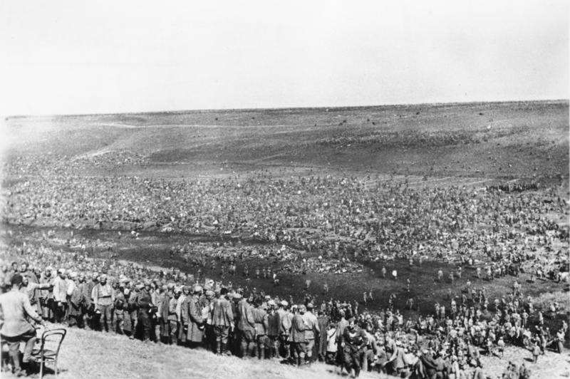 Bundesarchiv Bild 183-B21845, Sowjetische Kriegsgefangene im Lager.jpg