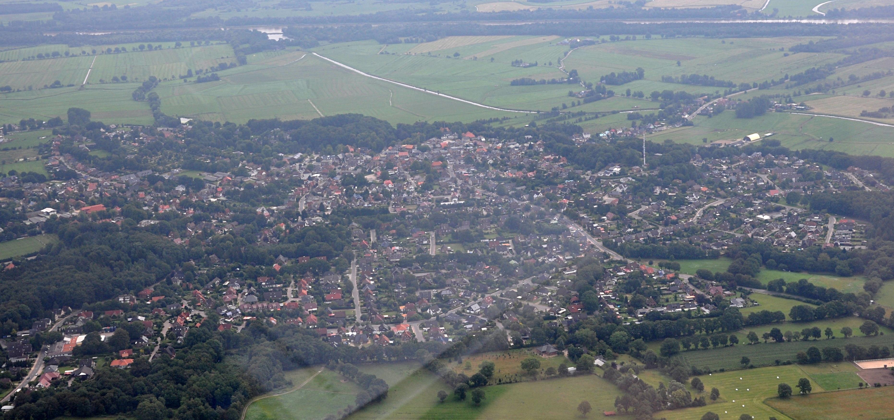 brand new bde73 f66ad Datei:Burg (Dithmarschen) Luftaufnahme 2.jpg – Wikipedia