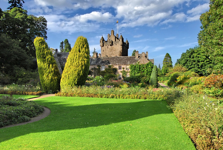 File:Cawdor castle2.jpg
