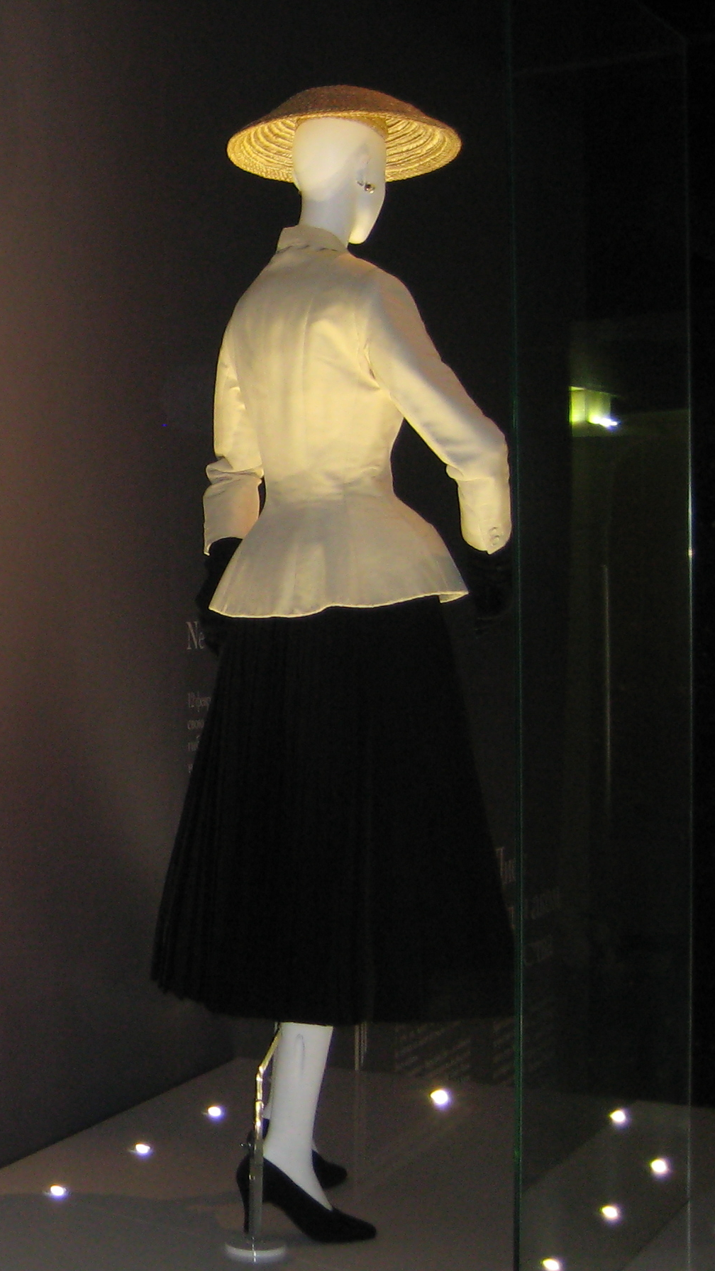 File:Christian Dior (Moscow exhibition, 2011) 26.jpg ...