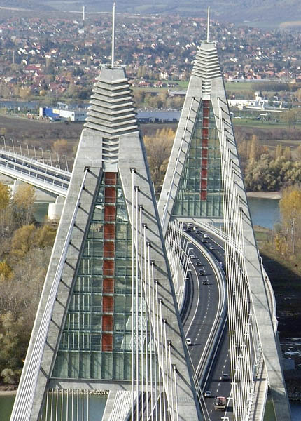 Megyeri Bridge on M0 highway ring road around Budapest Civertanmegyeri5.jpg