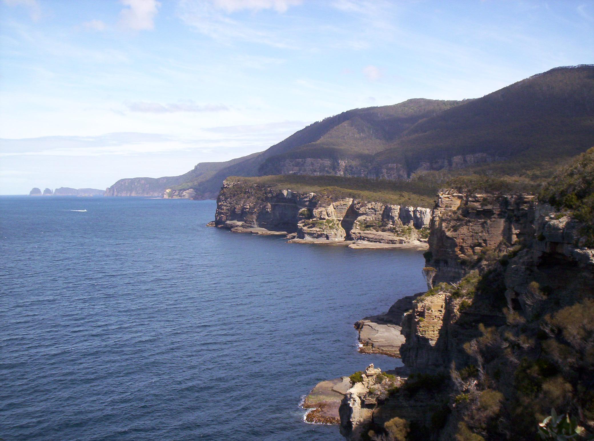 File Coastal Cliffs Tasman Peninsula Jpg Wikimedia Commons