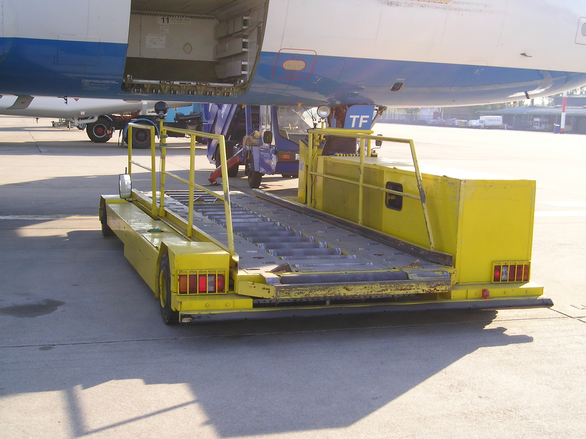 Транспортер контейнеровоз элеватор для отопления что это марка