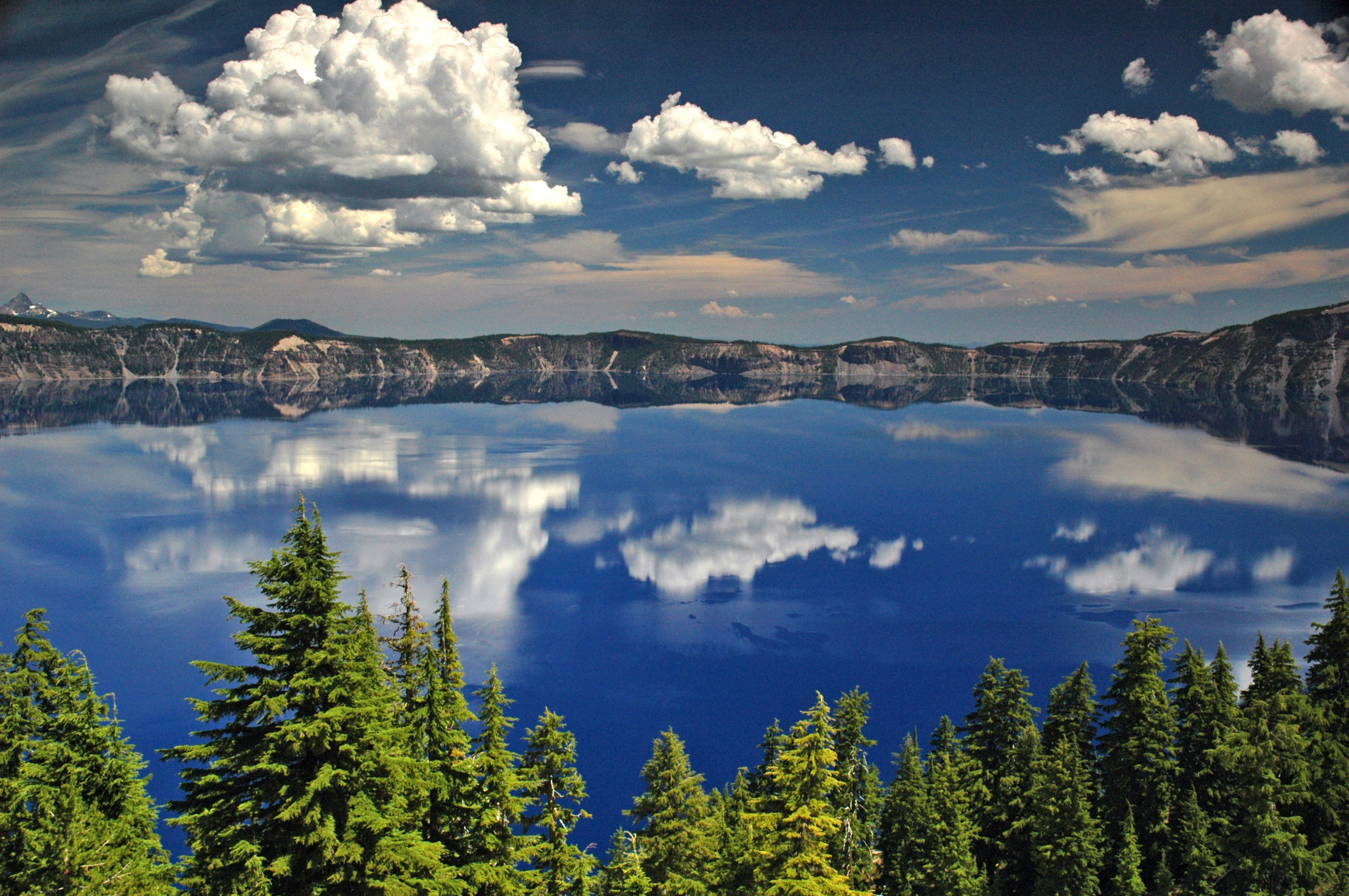 ✮ Twilight falls over Oregon's Crater Lake - A view of the clear blue water of Crater Lake